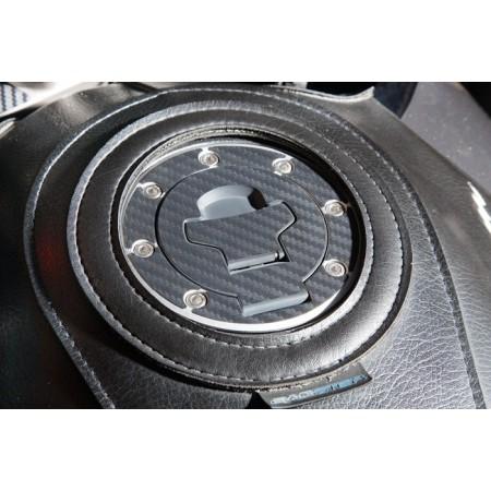 Κάλυμμα τάπας βενζίνης carbon Suzuki (7 τρύπες)